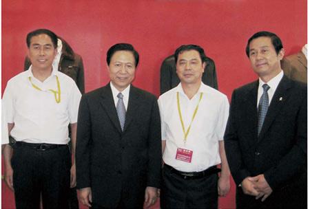 万博体育mantbex登录服饰-中国服装协会副会长到万博体育mantbex登录会馆指导祝贺
